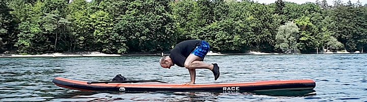 SUP Paddling Yoga by Cross-Wind.ch